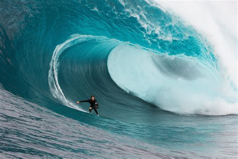 Biggest Waves in the World: The Right | Red Bull