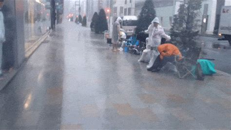 Japanese iPhone 5s Line-Sitters Get Blasted By A Typhoon