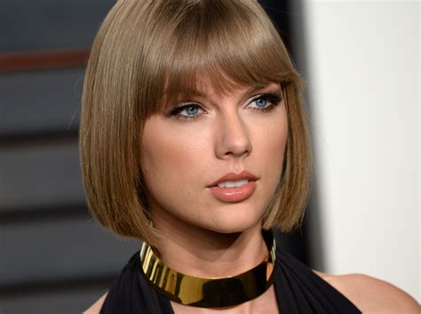 Taylor Swift Is Really, Really Into Drinking Alcohol on